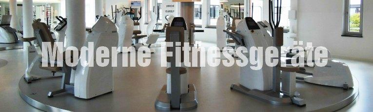 Moderne Fitnessgeräte im Fitnessstudio